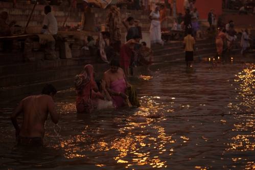 <h5>Bathing in Mother Ganga, Varanarsi, India</h5>